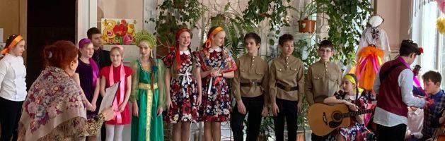 Праздник Масленица в 394 школе «Мы Масленицу встречаем, всех блинами угощаем. Блинцы солнышко- колоколнышко!»